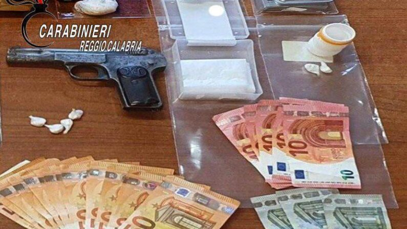 Reggio Calabria: nascondeva in casa una pistola e cocaina, ai domiciliari un pregiudicato 28enne