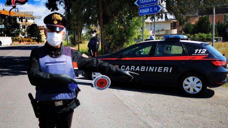 Si barrica in casa dopo aver accoltellato una persona, si arrende dopo la negoziazione coi carabinieri
