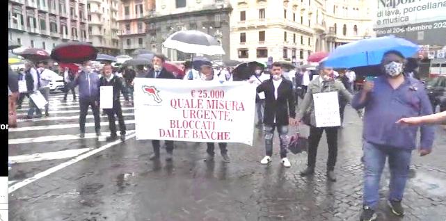 Fase2: a Napoli corteo bus turistici, servono interventi urgenti
