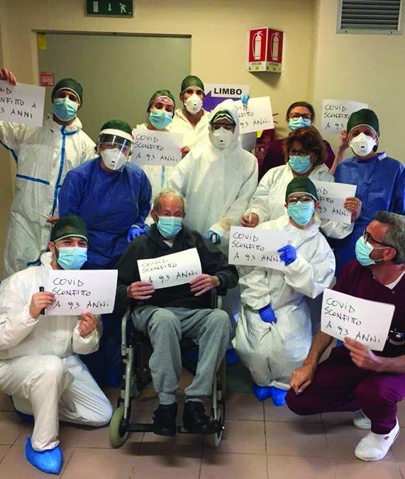 Il 93enne di Pisticci guarito dal Coronavirus a Matera con lo staff medico