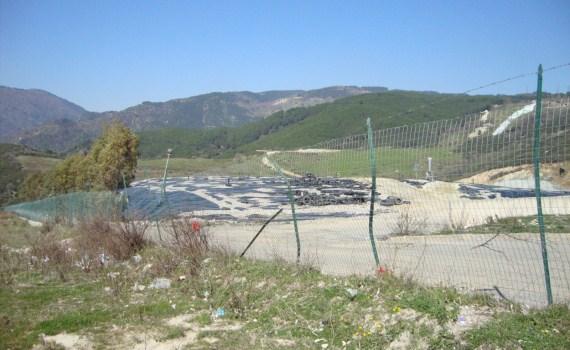Rifiuti, il sindaco di San Giovanni in Fiore chiude la strada della discarica di Vetrano