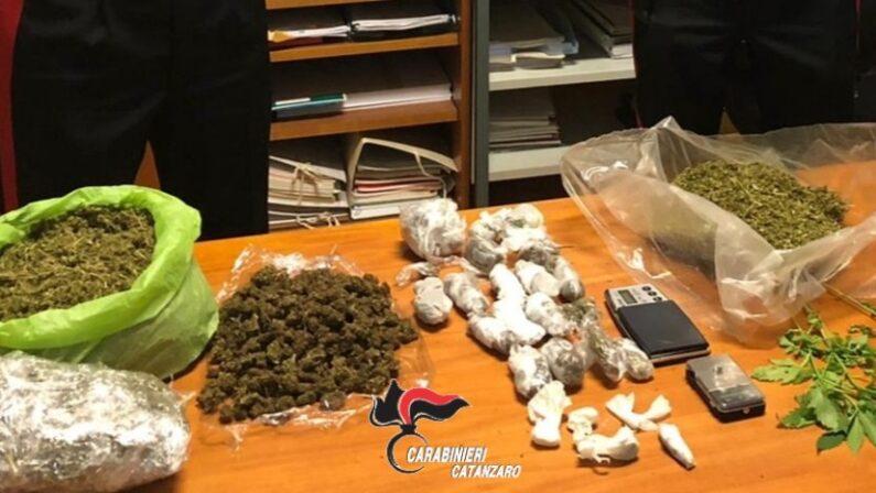 Carabinieri seguono tossicodipendente e scoprono una casa dove si spacciava droga a Catanzaro, arresti