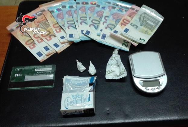 Spaccio di droga nel Lametino, tre arresti dei carabinieri in distinte operazioni