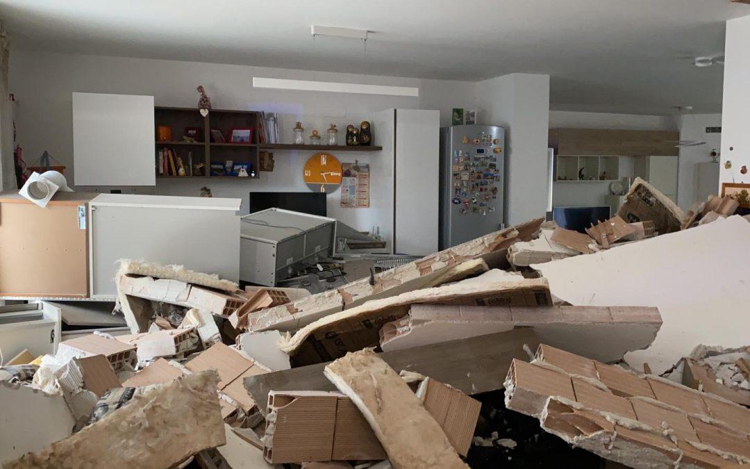 L'appartamento devastato a Matera dopo l'esplosione causata da una fuga di gas