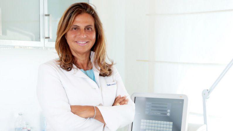 L'allarme del dermatologo: «Il coronavirus Covid-19 può far male anche alla pelle»
