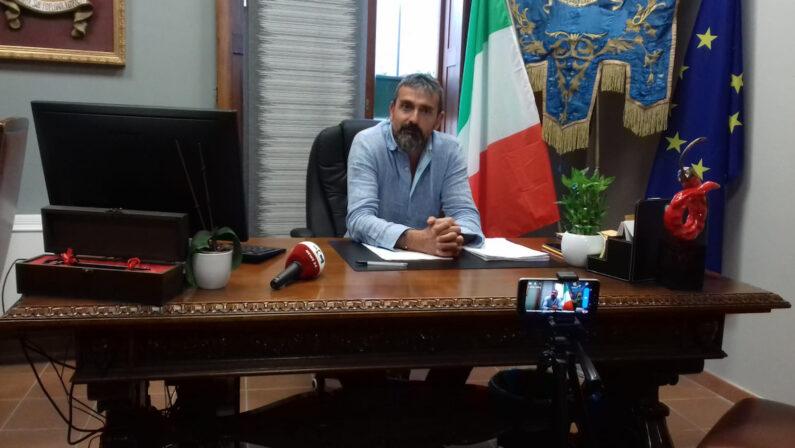 Tropea, il sindaco sosterrà la Santelli dinanzi al Tar: «Quando esploderà la bomba sociale il Coronavirus sembrerà una bazzecola»