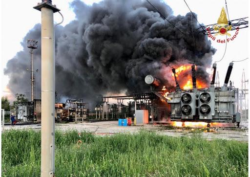 Incendio in centrale Enel Pozzuoli: ancora fumo, è allarme