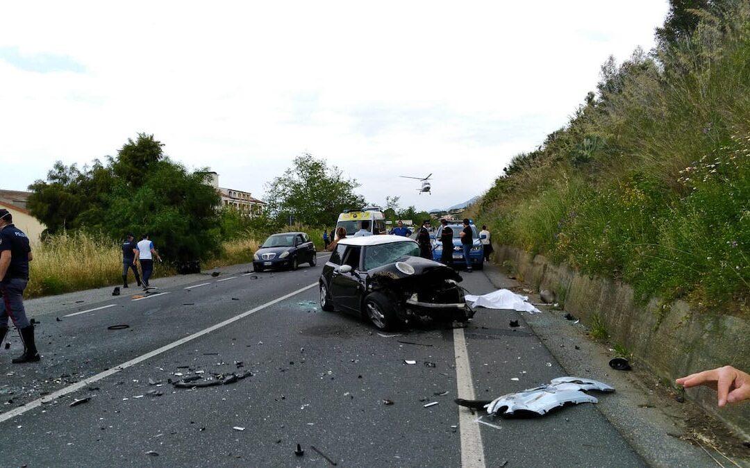 Diamante, due morti in un incidente stradale sulla SS18