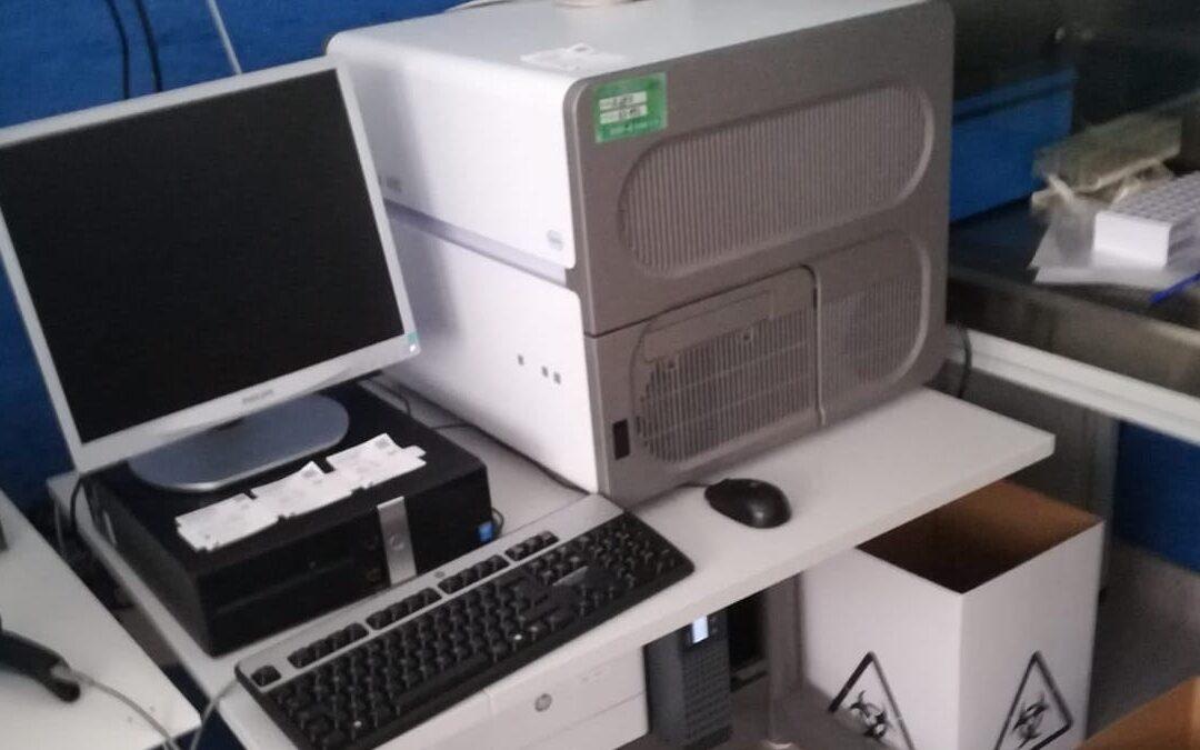 Uno dei macchinari per tamponi fermi all'ospedale di Lamezia Terme