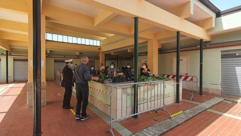 Primi passi verso la normalità: riaprono i mercati a Vibo Valentia - FOTO