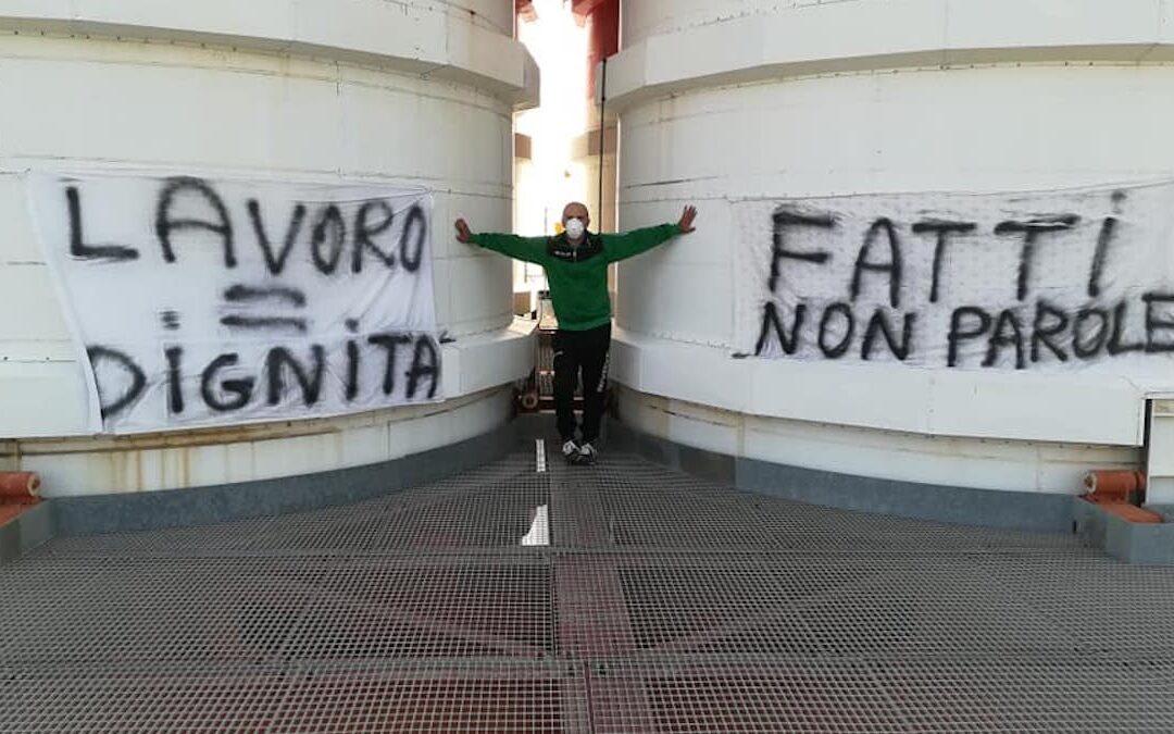 Corigliano Rossano,prosegue la protesta dei due operai della centrale Enel. No al rinnovo del contratto a tempo determinato