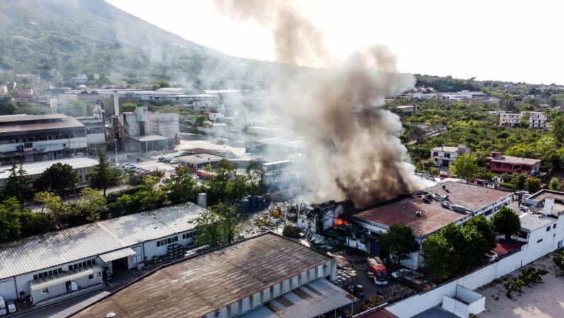 Incendio Adler di Ottaviano, il bilancio è di 1 morto, 2 feriti