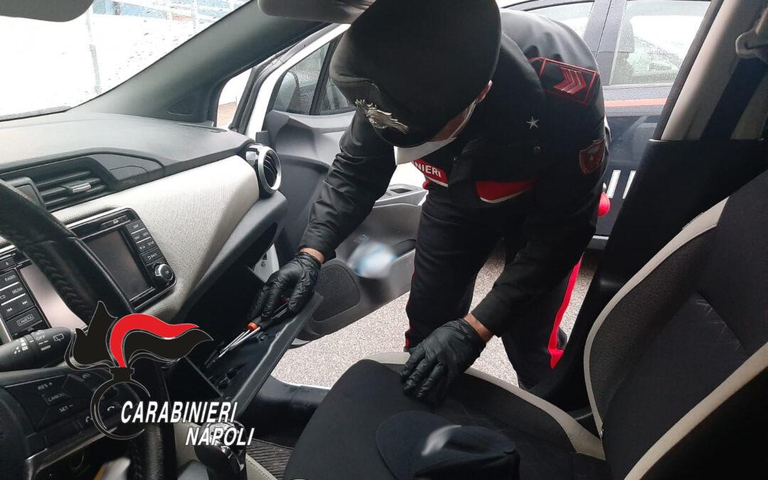 Rubano auto, dopo un folle inseguimento carabinieri arrestano 40enne, è caccia ai complici