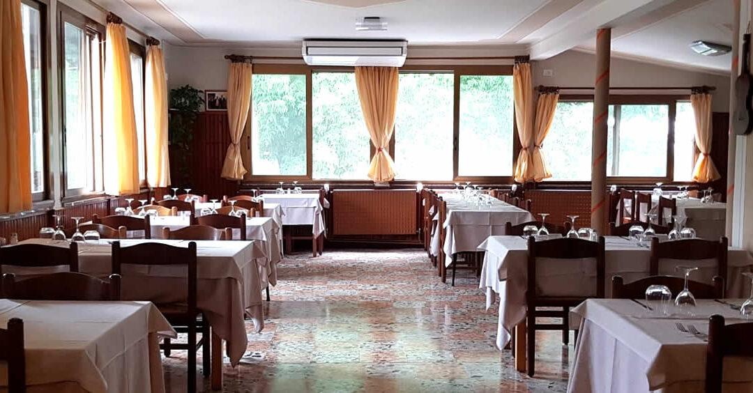 Il distanziamento resta uno dei nodi irrisolti per i ristoratori, alle prese con una forte riduzione dei coperti