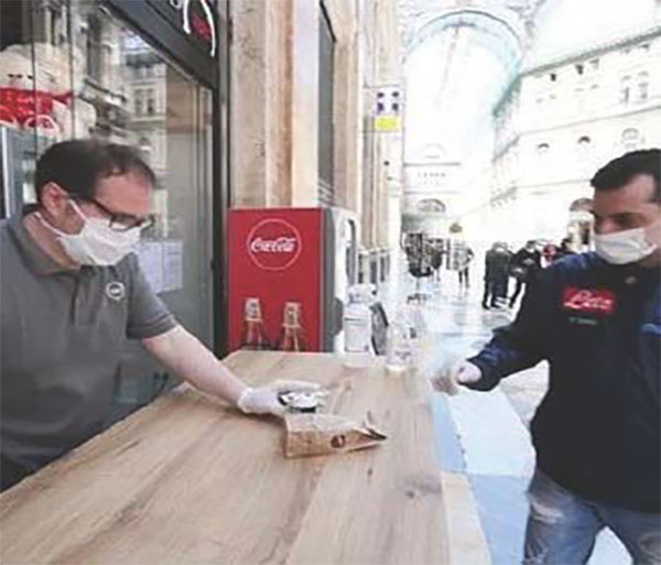 """Covid, l'appello di De Luca: """"sindaci, chiudete negozi con commessi o clienti senza mascherina"""""""