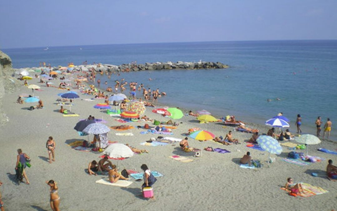 Fase 2: Legambiente Campania, giù mani da spiagge libere, sono beni comuni