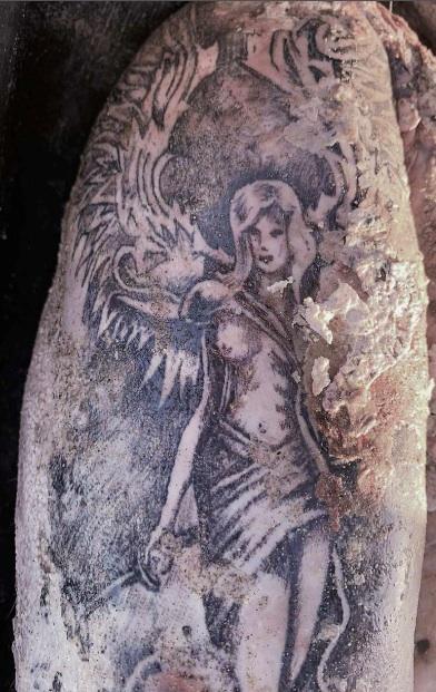Giallo a Bacoli, trovato cadavere in mare, si cerca di identificarlo dal tatuaggio