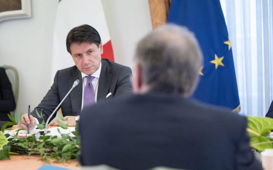 Il premier Giuseppe Conte durante gli incontri per gli Stati generali