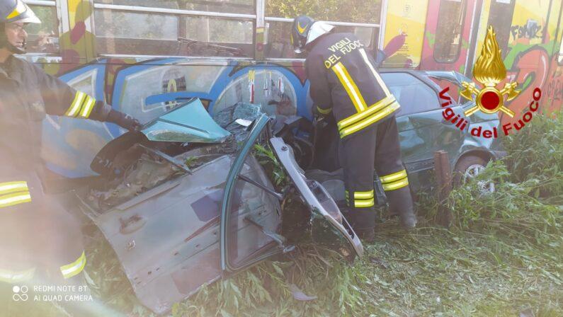 Incidente ad Avella, auto travolta dal treno al passaggio a livello