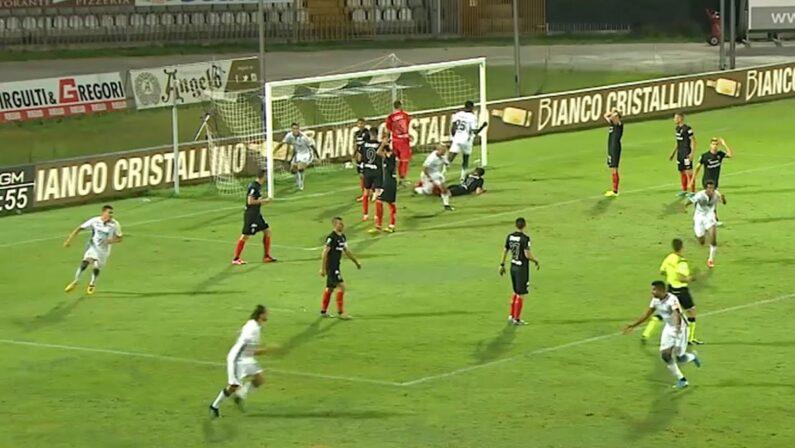 Serie B, Pari per il Crotone che allunga la striscia positiva ma si fa raggiungere in classifica dal Cittadella