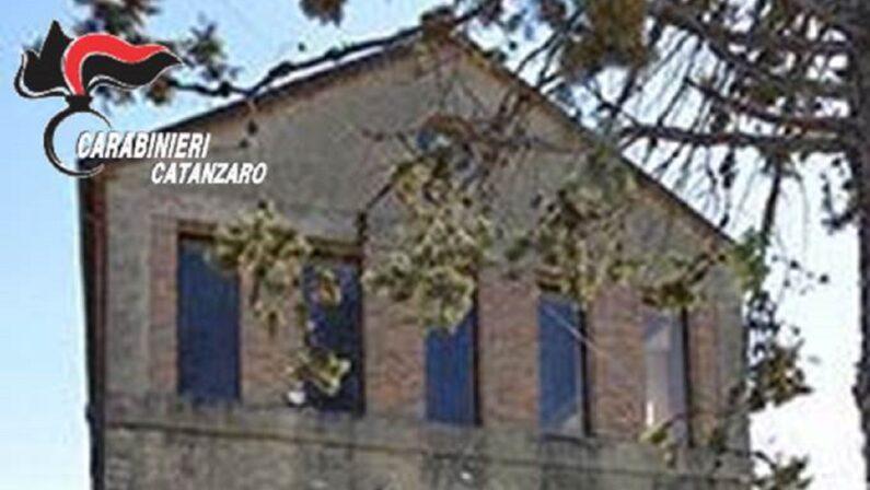 Rubate due antiche acquasantiere da una chiesa in provincia di Catanzaro