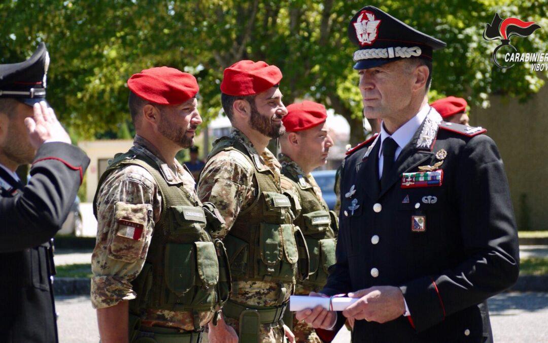 Il generale dei carabinieri Paterna assegna gli encomi ai militari Vibonesi