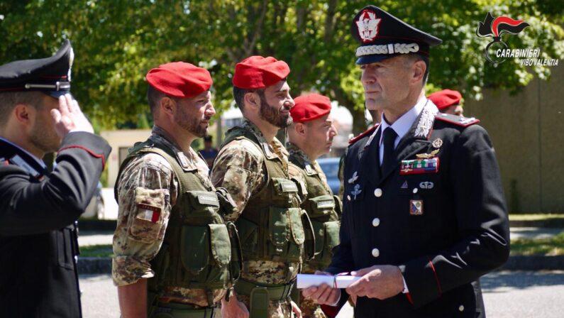 Vibo, il generale dei carabinieri Paterna assegna gli encomi ai militari Vibonesi