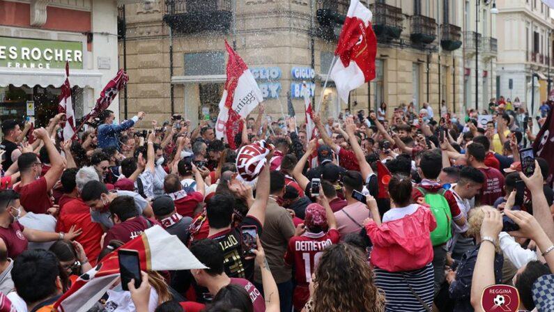 Festa per la Reggina in B: sei tifosi multati per violazione delle norme anti Covid