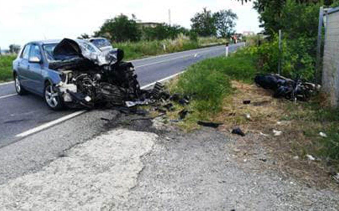 Tragedia nel cosentino, scontro tra un'auto e una moto: un morto e due feriti