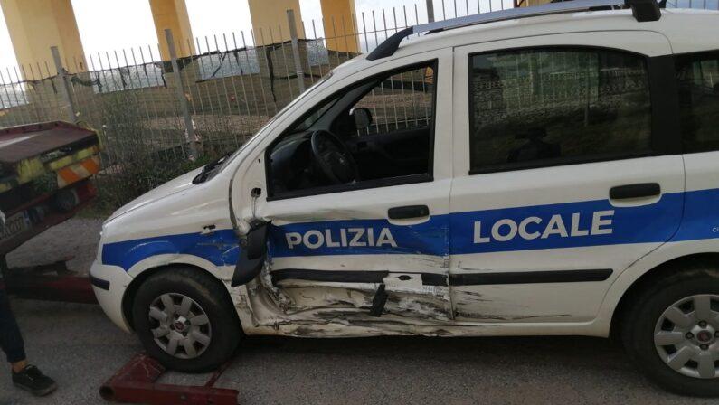 Incidente a Pizzo, feriti due vigili urbani: da riparare l'unica auto in dotazione alla Polizia municipale