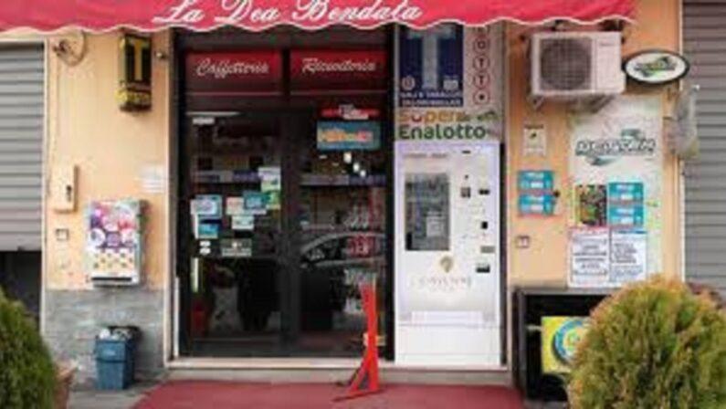 Colpi di pistola a Vibo Valentia contro un tabacchino e l'auto di un imprenditore