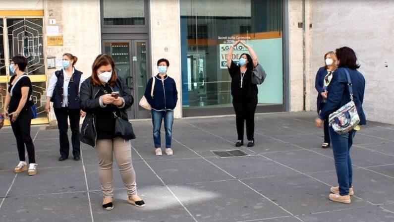 Cosenza, asili nido e ludoteche ancora chiusi: protesta di operatori e genitori davanti al Comune
