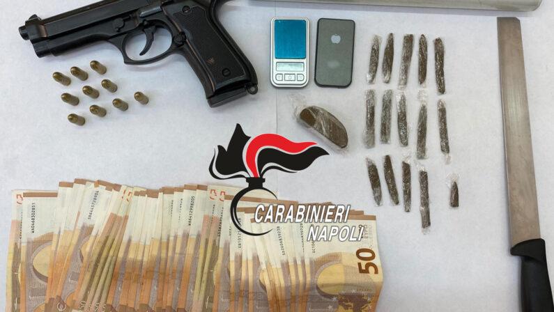 In casa: droga, pistola, munizioni e quasi 3mila euro sotto al materasso. Arrestato pusher 42enne