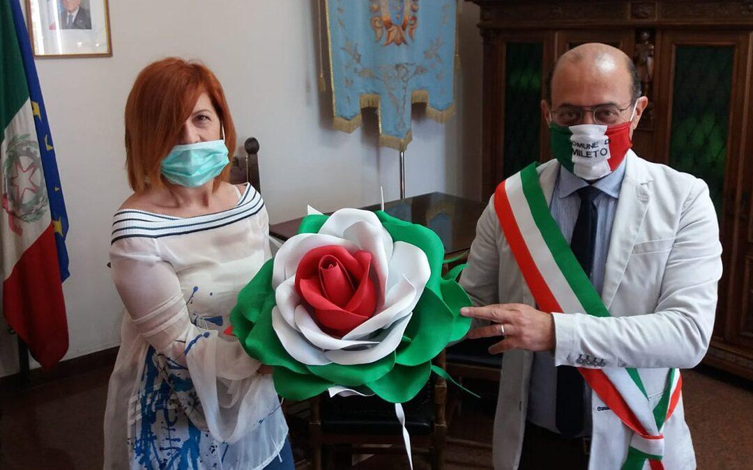 Il sindaco Giordano e l'artista Teresa Sorrentino