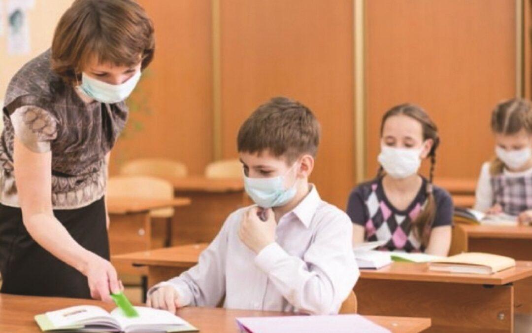 LA PREOCCUPAZIONE DEI VIROLOGI ITALIANI: L'incognita dei nuovi focolai tra ragazzi e professori