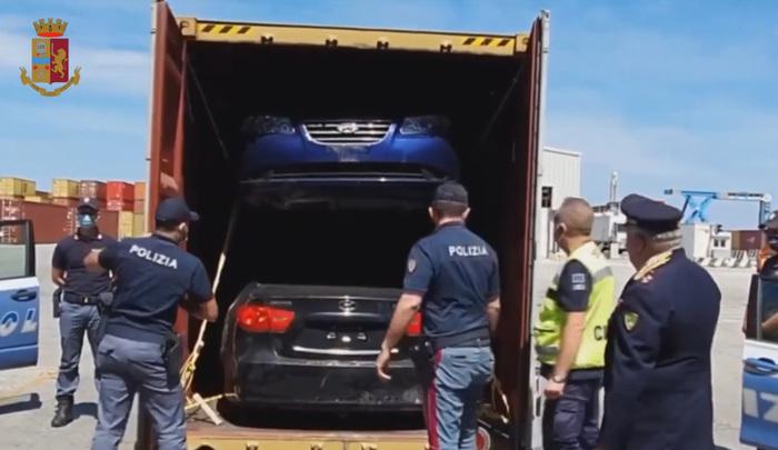 La scoperta delle auto di lusso a Gioia Tauro