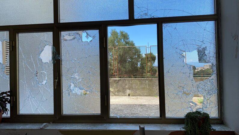 Assalto contro il Centro di solidarietà di Catanzaro, danni ingenti: «Amarezza e dolore» - FOTO