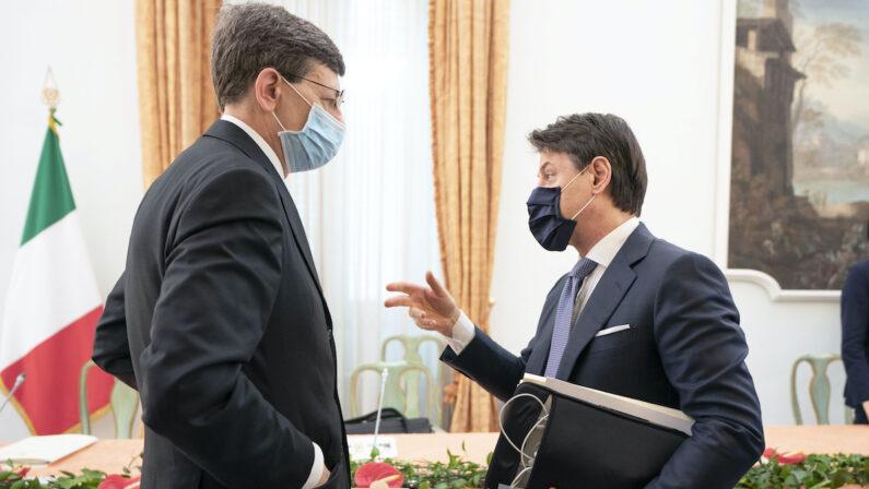 Decreto per altre quattro settimane di cassa integrazione, Conte: «Non consentiremo licenziamenti»