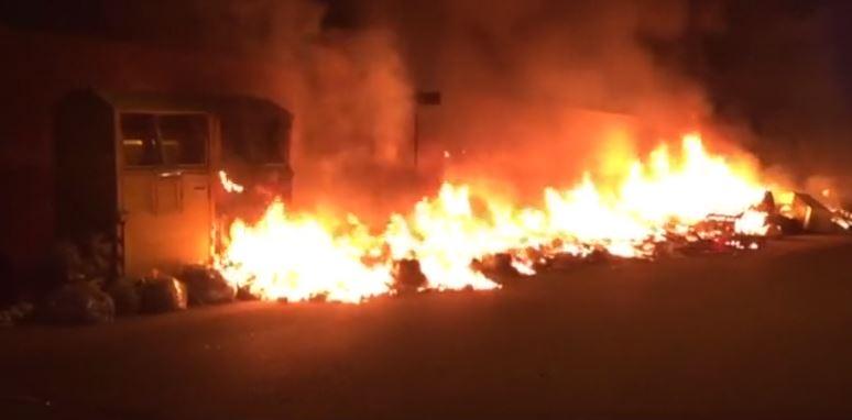 Spazzatura distrutta dai roghi: l'emergenza rifiuti a Reggio si trasforma in una bomba ambientale