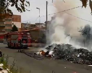 VIDEONOTIZIA - Emergenza per i rifiuti in fiamme per le strade di Reggio Calabria