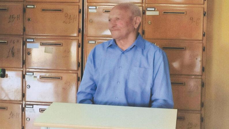 Lamezia, prende la maturità a 76 anni. La storia di Saverio: «C'è sempre da imparare»