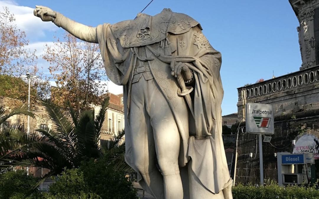 La statua di Ferdinando I di Borbone a Catania