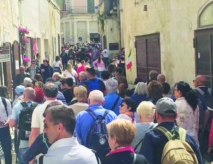 Turisti a Matera: come presenze turistiche sembrano lontanissimi i fasti del 2019