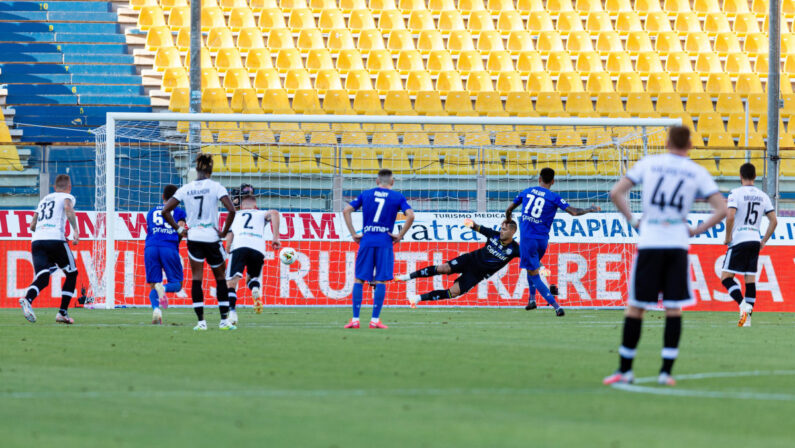 L'Atalanta a -1 dall'Inter, la Fiorentina passa a Parma
