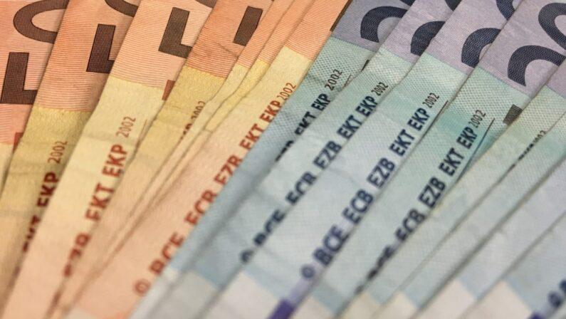 LOTTA AL CONTANTE E ALL'EVASIONE Il cashback parte con il piede sbagliato Confusione sugli incentivi per l'uso del bancomat