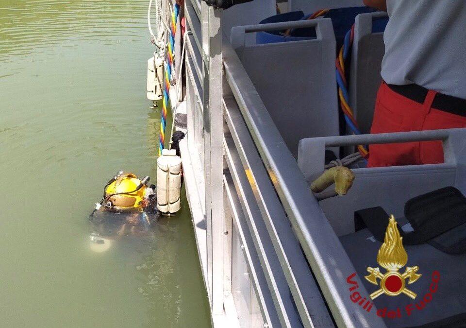 Elicottero nel Tevere, recuperati i corpi delle due vittime