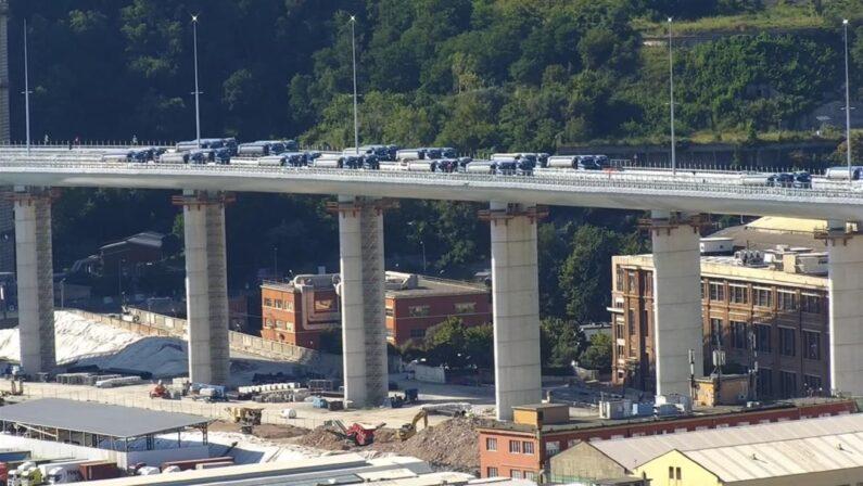 Al via le prove di collaudo del nuovo ponte di Genova, testato da 56 tir