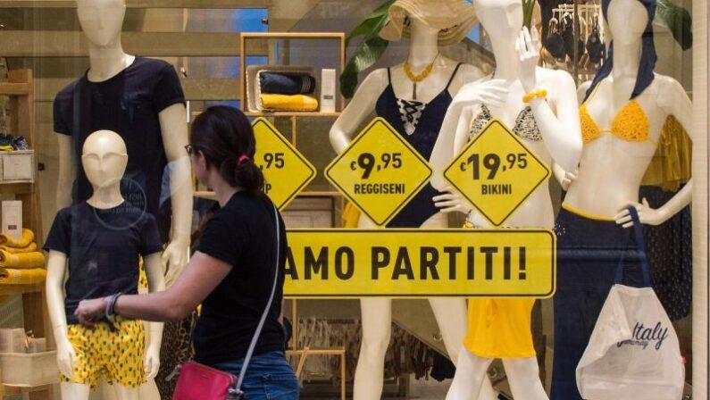 """Saldi al via in tutta Italia, Confcommercio """"Calo della spesa 40-50%"""""""