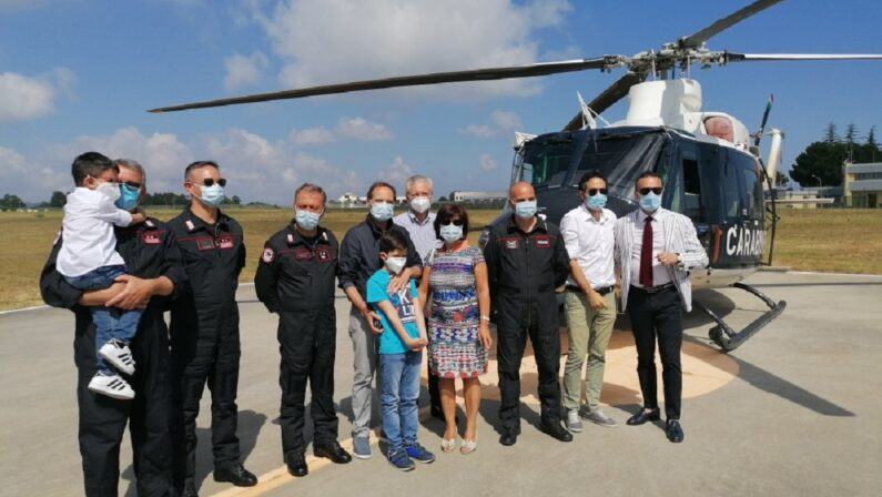 Volare in elicottero: i carabinieri di Vibo Valentia realizzano il sogno dei piccoli Antonio e Alessandro