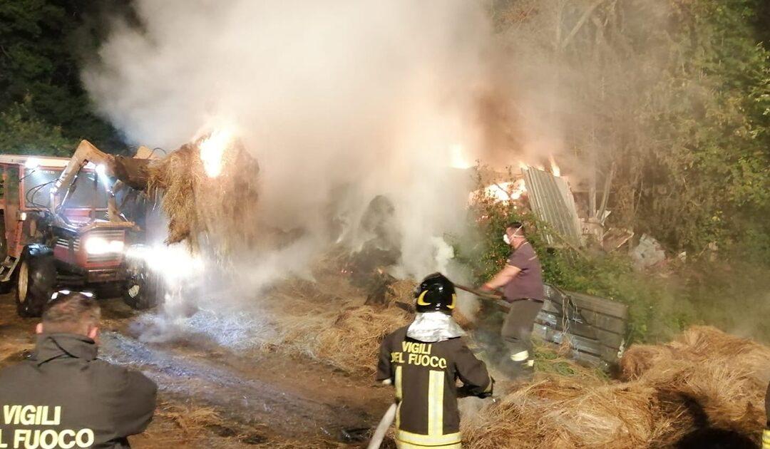 L'intervento dei vigili del fuoco ad Arena